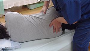 横臥にした仙腸関節の矯正(ぎっくり腰等の時に使用)