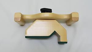 変形二股:骨盤(仙腸関節)の腸骨側を矯正する器具です。