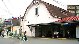 小田急線・向ヶ丘遊園駅の北口に下ります。